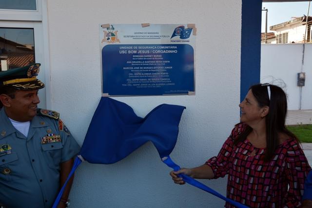 Governadora Roseana Sarney e o comandante da PM, Zanoni Porto, descerram a placa de inauguração da USC