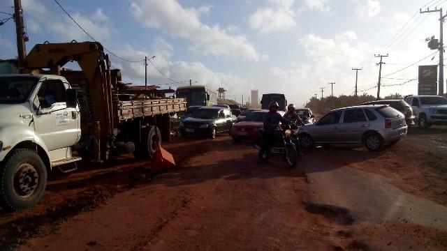 Trânsito ficou interditado por cerca de duas horas, durante mais uma manifestação popular