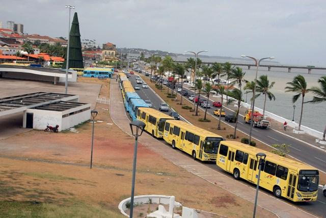 Novos ônibus estão equipados com elevadores para garantir acessibilidade a todos os usuários do transporte público