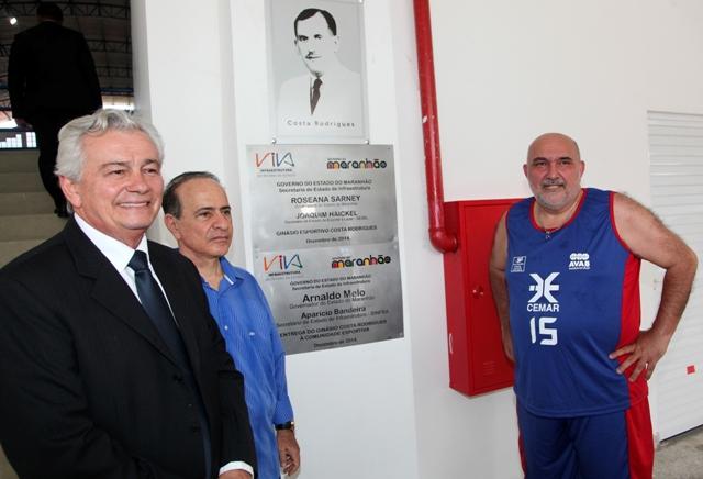Governador Arnaldo Melo e secretários Aparício Bandeira e Joaquim Haickel na entrega do Costa Rodrigues