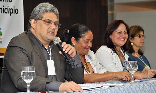 Secretário apresentou projeto da Escola Municipal Integral Bilíngue