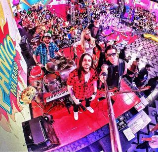 A irreverente banda Viva a Noite do programa Pânico na TV que vai comandar a festa da virada no Réveillon do Café