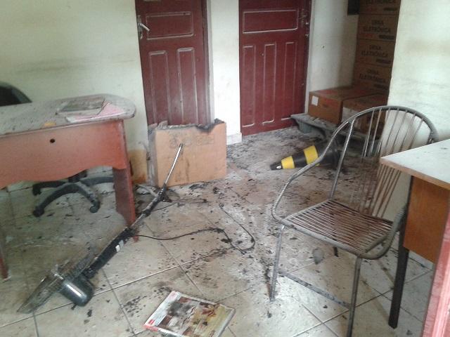 Incêndio criminoso destruiu instalações do fórum, inviabilizando serviços jurisdicionais