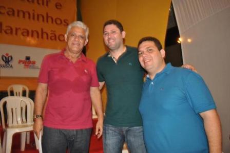 Dedé Macedo com os filhos Hernando, prefeito de Dom Pedro, e Fábio, deputado estadual eleito