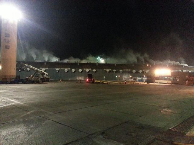 Fumaça produzida pelo incêndio se alastrou pela área portuária, causando susto