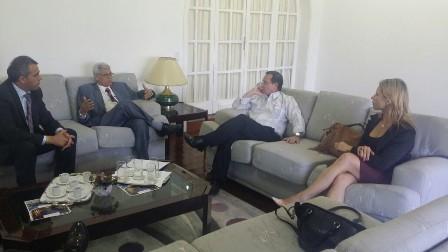 Márcio Jardim (e) em encontro na embaixada de Cuba