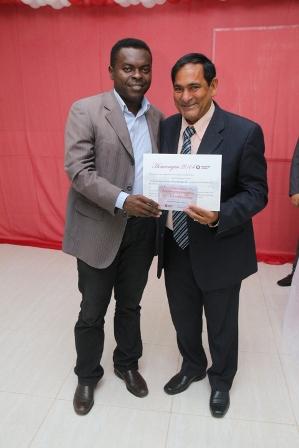 Prefeito Josemar Sobreiro recebe certificado das mãos do secretário de Comunicação de São Luís, Batista Matos