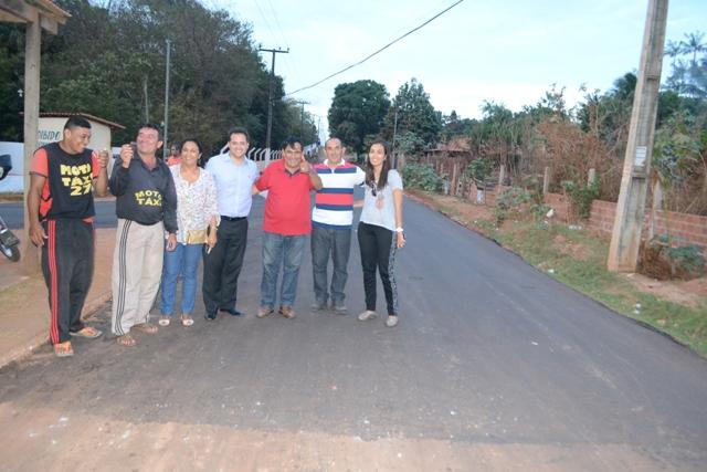 Prefeito Josemar Sobreiro e comitiva na Estrada do Pau Deitado, que foi totalmente recuperada
