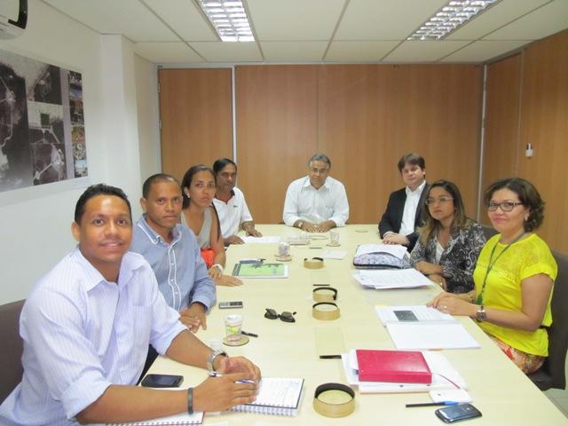 Prefeito Josemar Sobreiro, vice-prefeito Marconi Lopes e membros da comunidade se reuniram com o secretário de Meio Ambiente, Marcelo Coelho, para discutir a questão do lixão