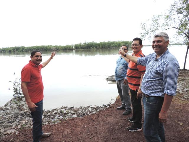 Deputado Zé Inácio acompanhou prefeitos José Martins e Amaury Almeida em vistoria à margem do rio Pericumã