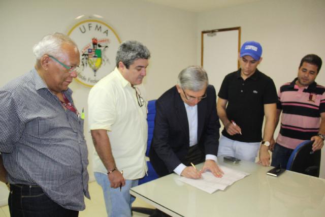Reitor assinou ordem de serviço para o início das obras de construção dos novos prédios do Campus da UFMA em Balsas