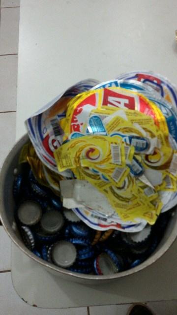 Centenas de rótulos e tampinhas foram apreendidos no laboratório de adulteração de cerveja