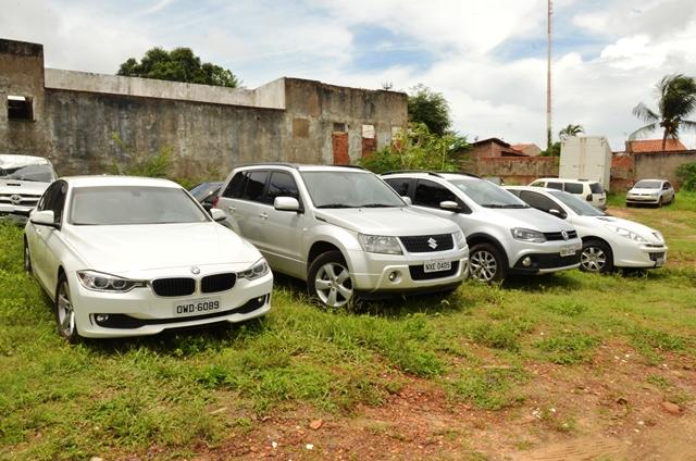 Carros de luxo pertecentens a agiotas foram apreendidos na operação