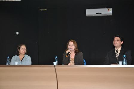 Nair Portela representou o reitor Natalino Salgado e cumprimentou os estudantes pela iniciativa de promover o evento