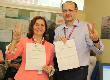 Nair Portela e Fernando Carvalho exibem inscrição de suas candidaturas a reitora e vice reitor da UFMA