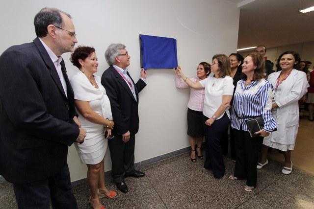Reitor da UFMA, Natalino Salgado, inaugura nova ala, que será será destinada a internação obstétrica e ginecológica