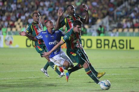 Sampaio e Palmeiras fizeram jogo disputado e marcado por erros de arbitragem, que influenciaram resultado
