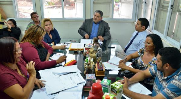Diálogo foi conduzido pelo secretário municipal de Educação, Geraldo Castro Sobrinho