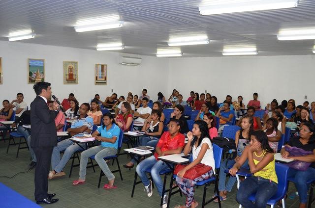 Wellington do Curso palestrou para mais de 100 estudantes do EJA, com idade entre 15 e 60 anos