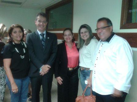 Iolete Arruda (de preto, à esquerda) participou da Oficina Tripartite de Avaliação da Rede Cegonha e Rede de Urgência e Emergência