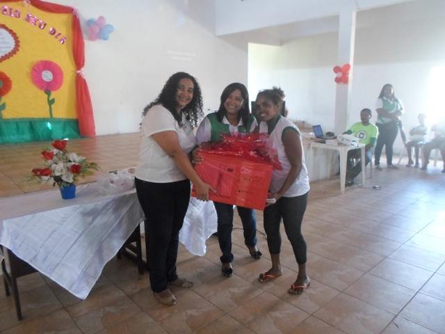 Mães foram presenteadas durante a homenagem promovida pela prefeitura em escola de Paço do Lumiar