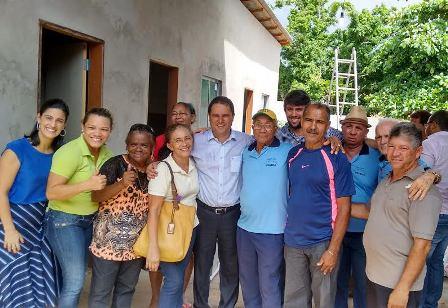 Vereador Pedro Lucas acompanhado do prefeito Edivaldo Holanda Júnior, da primeira-dama, Camila Braga, e de lideranças comunitárias do Rio Anil
