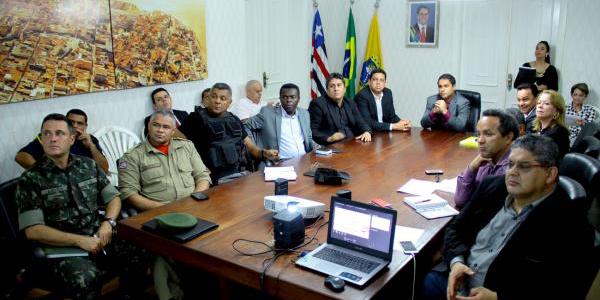 Gerente regional do Revezamento da Tocha, Jeniffer Oliveira, apresentou a proposta ao prefeito Edivaldo e à equipe de governo