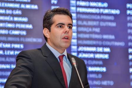 Para Adriano Sarney, Flávio Dino desrespeitou a Igreja Católica, a Pastoral e o padre Roberto