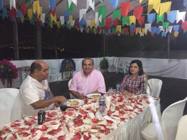 Deputado Fábio Braga e a esposa Elizabeth Fecury Braga visitaram o Arraial da Cidade e foram recebido pelo vereador Astro de Ogum, idealizador da festa