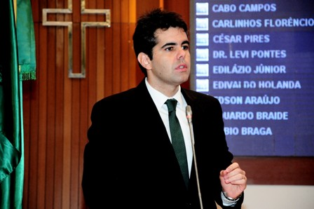 Adriano Sarney vai requerer ao governo informações sobre os contratos de terceirizados da segurança nos hospitais e nas escolas públicas estaduais