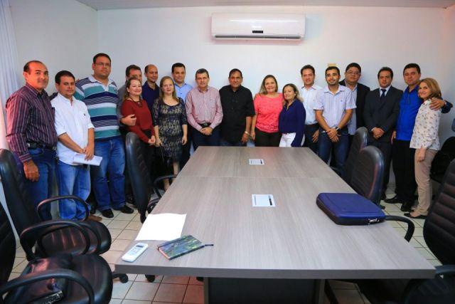 Prefeito Josemar Sobreiro  na posse da nova secretária de Saúde de Paço do Lumiar, Aila Maria dos Santos Freitas
