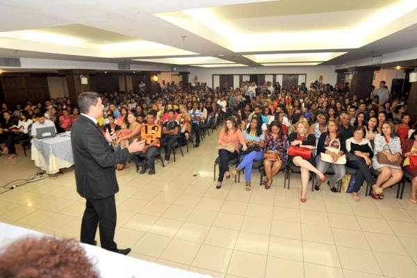 Secretário de Governo, Lula Fylho, fala a alunos e professores sobre importância do Projovem Urbano