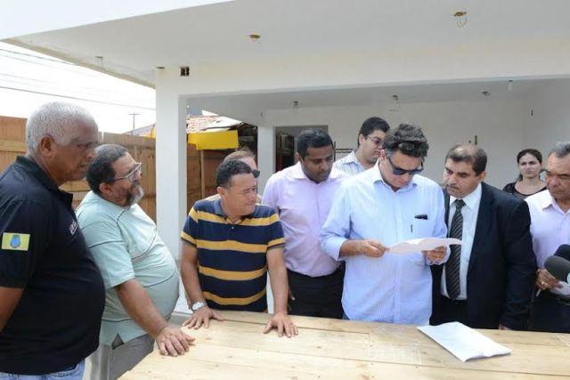 Fábio Câmara esteve no Barramar para acompanhar notificação sobre suspensão da liminar que mandava demolir bares