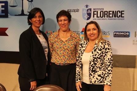 Dra. Ana Sueli de Salles com a professora Ana Maria Marques, coordenadora do curso de Direito do Florence, e a professora mestra Ildoana Paz Oliveira, diretora acadêmica do Florence