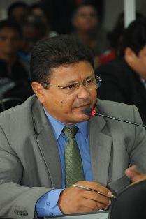 Armando Costa pede construção de posto de saúde em terreno da Prefeitura