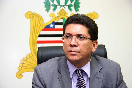 Secretário Jefferson Portela assina as portarias que podem resultar em punição a policiais