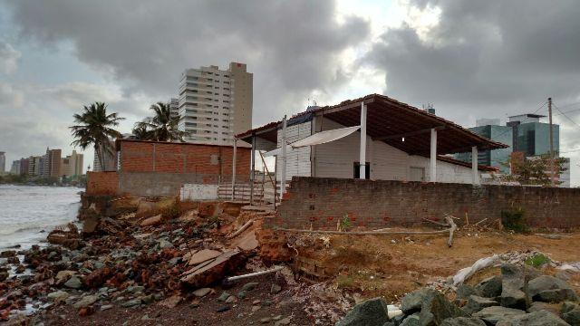 Bar da Ponta d'Areia foi parcialmente destruído pela força da maré