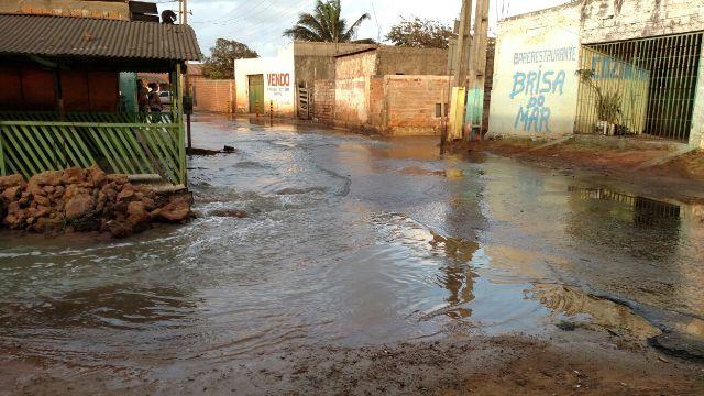 Água do mar invadiu ruas no município de Raposa em mais uma maré de sizígia