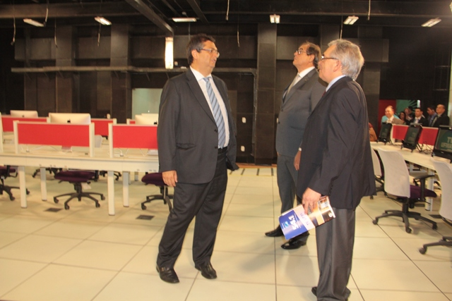 Reitor Natalino Salgado apresenta instalações da TV UFMA ao governador Flávio Dino e ao presente da AL, Humberto Coutinho