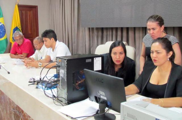 Equipe do setor de licitação da Câmara se debruça na elaboração edital