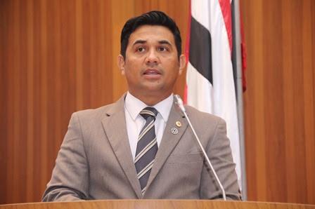 Wellington do Curso mencionou projetos de lei de sua autoria em defesa das pessoas com câncer