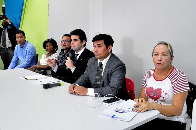 Adriano Sarney coordenou a audiência, acompanhado do deputado Wellington do Curso (PPS), e de representantes do Sebrae, da Prefeitura de São Luís, do Governo do Estado e lideranças dos feirantes e lojistas da região
