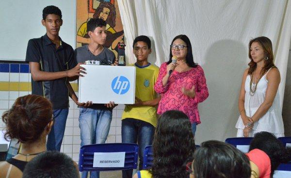 Abderson Lima Barros ganhou notebook na I Olimpíada de Redação das Escolas da Área Itaqui-Bacanga