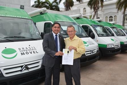 Deputado Zé Inácio entrega chave de Unidade Odontológica Móvel ao prefeito de Peri-Mirim, João Felipe