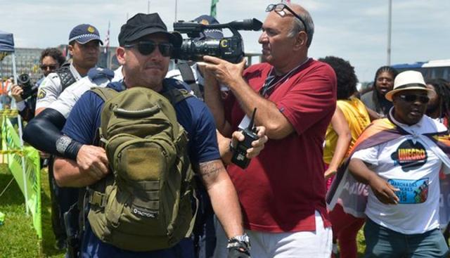 Investigador Marcelo Thadeu no momento em que era preso após atirar em manifestação em Brasília