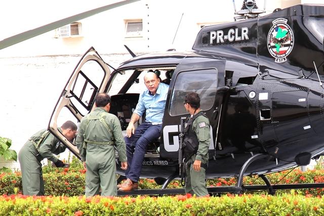 Ribamar Alves desembarca de helicóptero do GTA na SSP após ser transferido para São Luís (Foto: Biné Morais/O Estado)