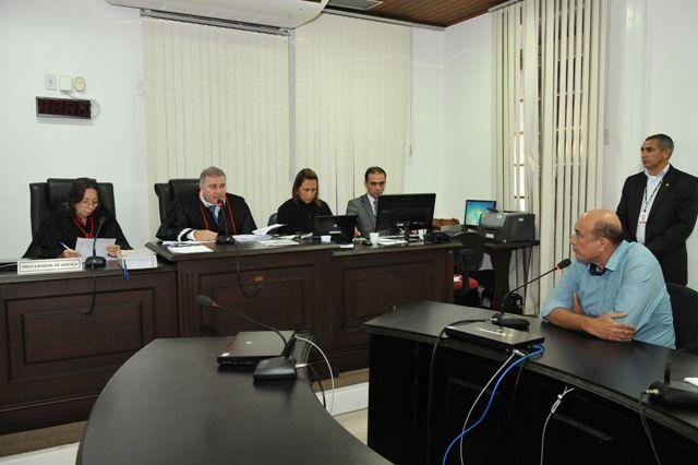 De acordo com a decisão de Froz Sobrinho, ficaram provados, neste momento, os indícios de autoria e materialidade da conduta delitiva do prefeito Ribamar Alves