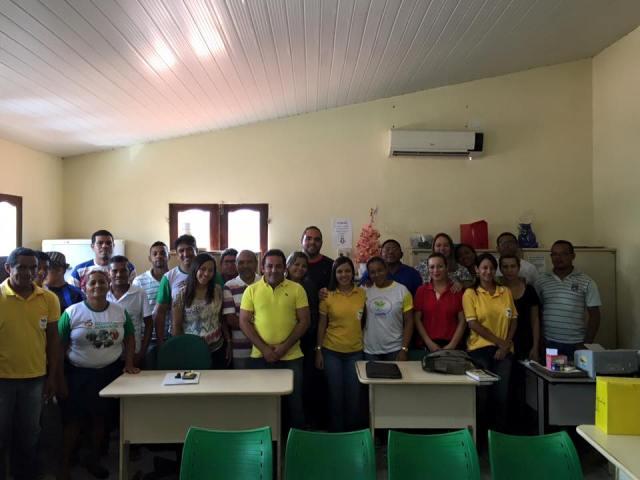 Rodrigo Costa (no centro, de amarelo) reuniu equipe para fazer avaliação e planejar ações da Semapa