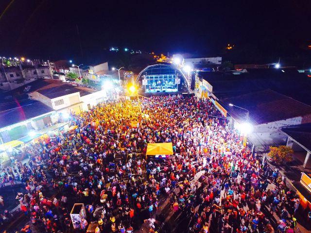 Corredor da folia ficou pequeno para a multidão que lotou o show da pernambucana Mara Pavanelly
