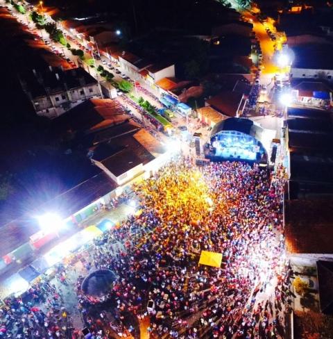 Imagem aérea comprova sucesso da folia promovida pelo prefeito Sydnei Pereira